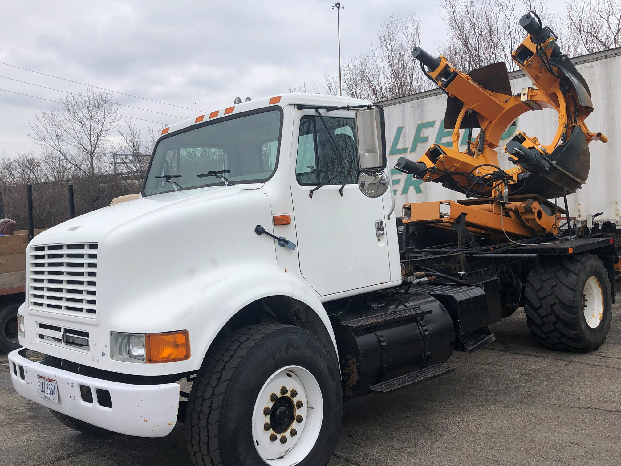 1995 International 1700 with 65in Tree Spade (3)